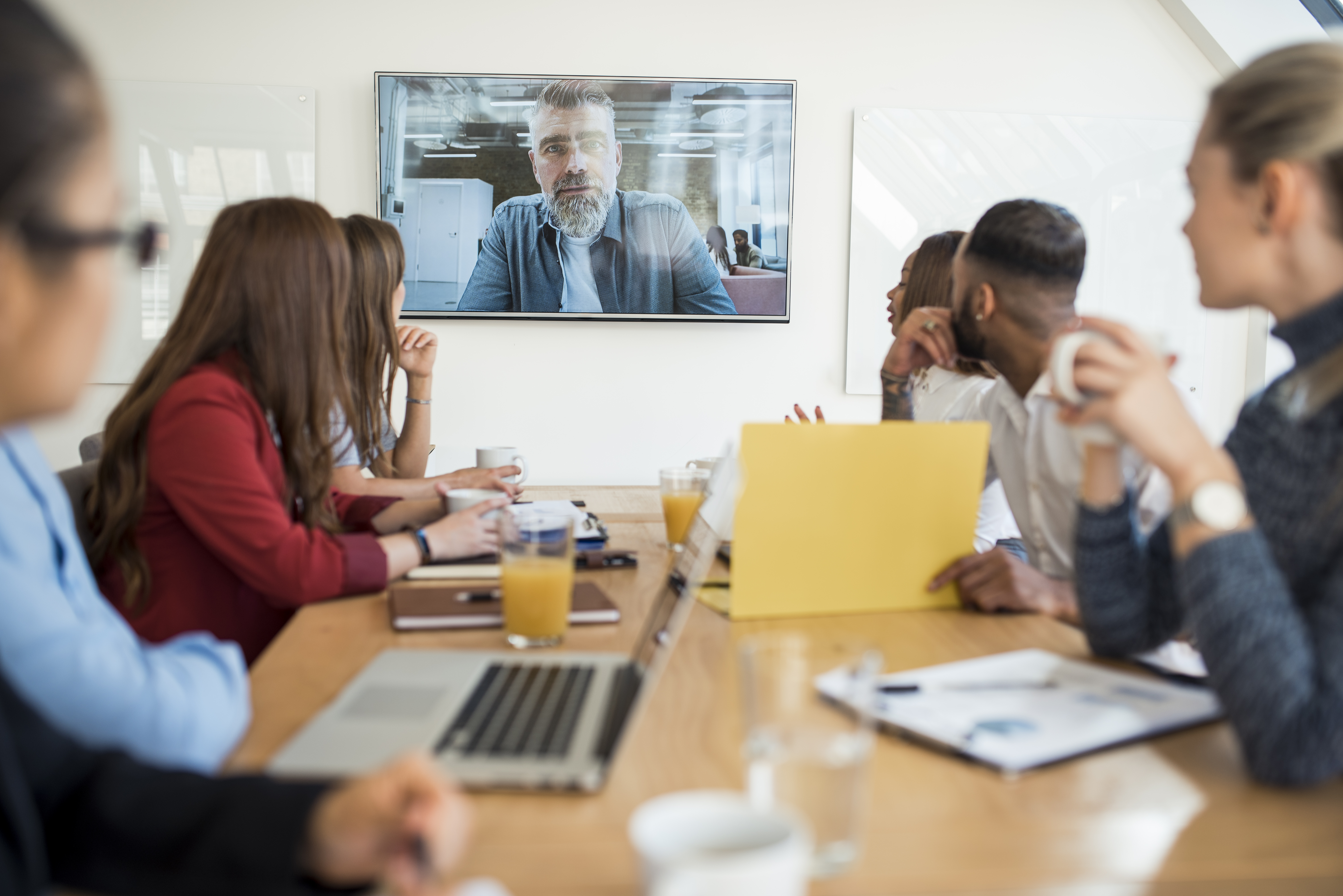 3 Tips to Help Extrovert Team Members Thrive in The Remote Workplace